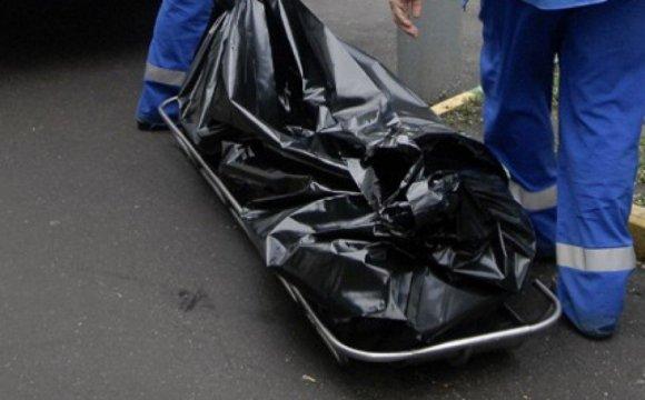 В Ужгороді біля військової частини знайшли мертве тіло оголеного чоловіка, фото-1