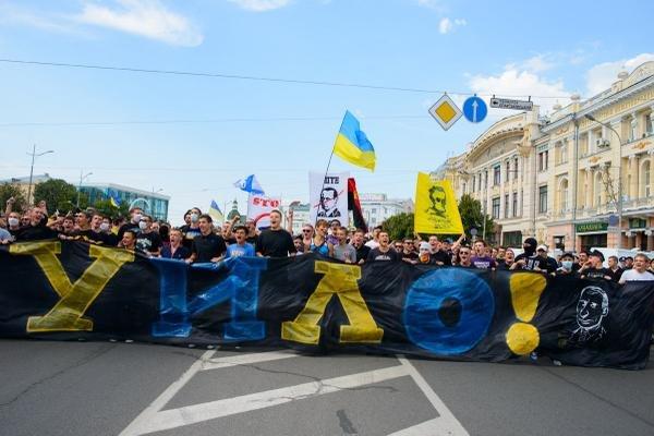 Народному хіту українських ультрас про Путіна - 3 роки: відео, фото-1