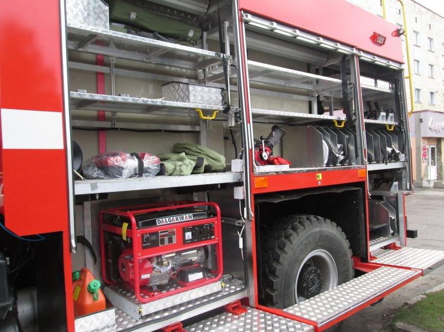У Новограді-Волинському рятувальники презентували новий пожежний автомобіль (ФОТО, ВІДЕО), фото-2