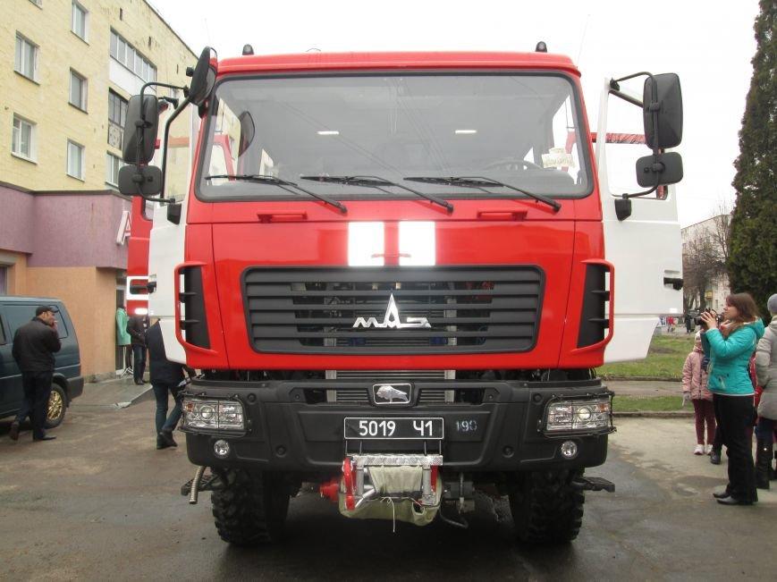 У Новограді-Волинському рятувальники презентували новий пожежний автомобіль (ФОТО, ВІДЕО), фото-3