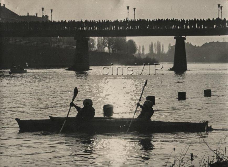 Півстоліття тому біля пішохідного мосту в Ужгороді плавали човни: фото, фото-1