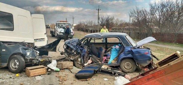 Жителі Херсонщини! Маленькі дівчатка, які потрапили в аварію біля Голої Пристані, потребують допомоги