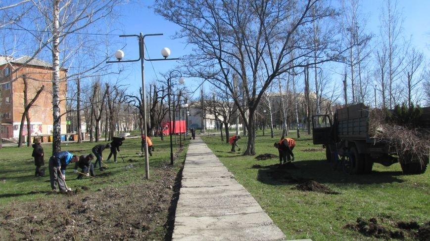 В сквере Покровска более 100 человек приняли участие в «зеленой» акции, фото-1
