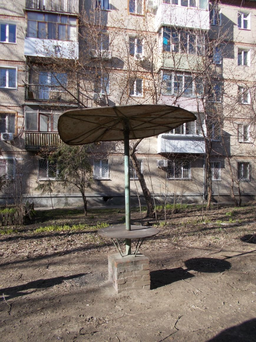 В Ростове старые детские площадки могут искалечить детей, фото-1