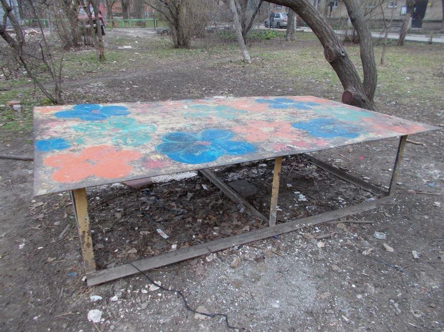 В Ростове старые детские площадки могут искалечить детей, фото-2