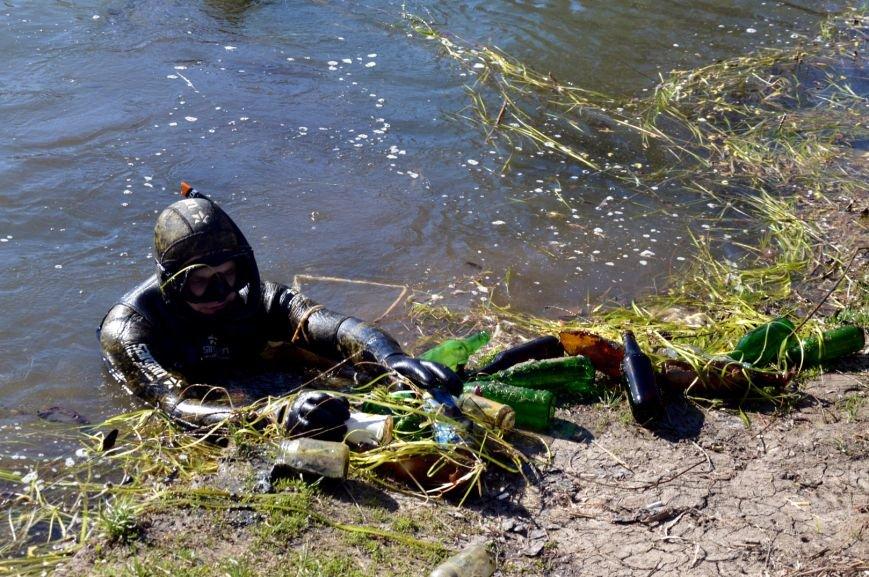 Симферопольские чиновники с лопатами и ведрами в руках дали старт двухмесячнику по благоустройству и уборке города (ФОТО), фото-3