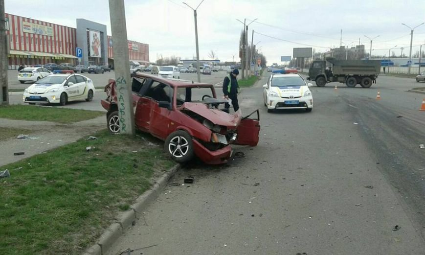 На проспекте Льва Ландау столкнулись две машины: есть пострадавшие (ФОТО), фото-1