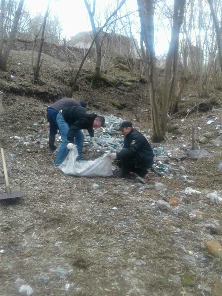 Фотофакт: На щойно прибраній Кандибині виросли нові купи сміття, фото-5