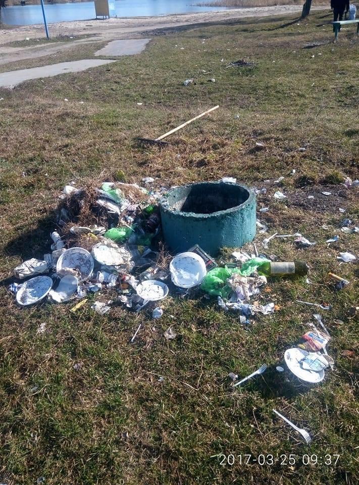 Фотофакт: На щойно прибраній Кандибині виросли нові купи сміття, фото-3