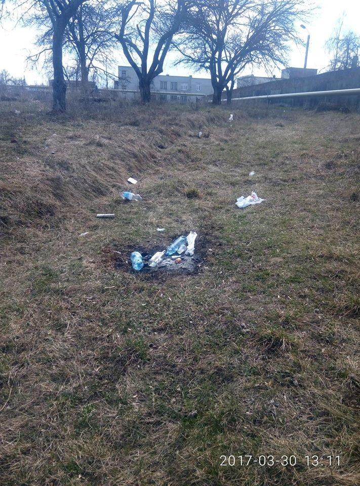 Фотофакт: На щойно прибраній Кандибині виросли нові купи сміття, фото-4