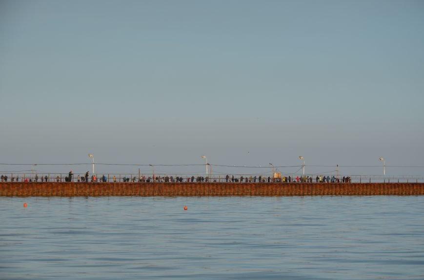Рыбка клюет! Сотни мариупольцев объявили «охоту» на бычка (ФОТО+ВИДЕО), фото-8