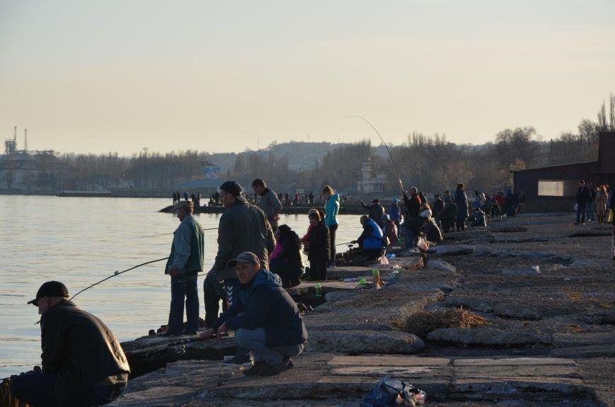 Рыбка клюет! Сотни мариупольцев объявили «охоту» на бычка (ФОТО+ВИДЕО), фото-13