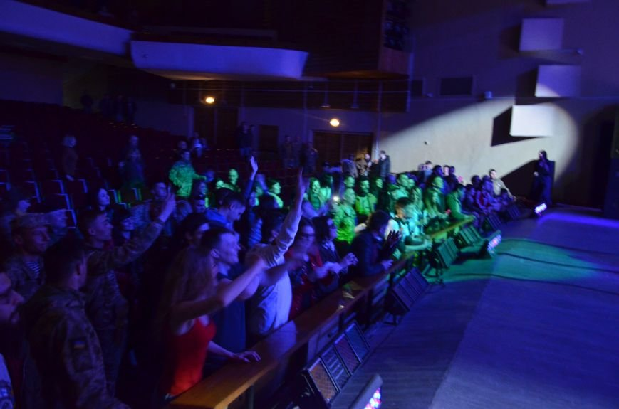 """В Мариуполе Александр Положинский вместе с группой """"Тартак"""" заставил военных петь соло Кати Чили (ФОТО), фото-5"""