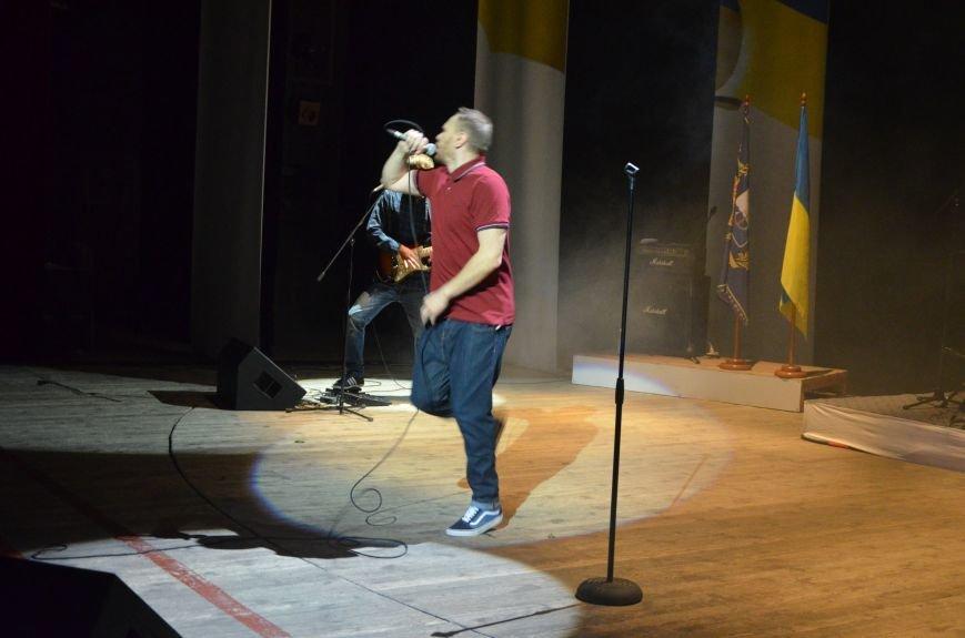 """В Мариуполе Александр Положинский вместе с группой """"Тартак"""" заставил военных петь соло Кати Чили (ФОТО), фото-13"""