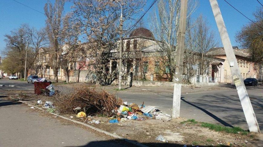 Люди! Что происходит с нашим Херсоном?! - горожанка о мусоре в центре города, фото-2