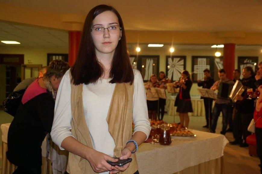 Во Львове открылась выставка картин юной художницы из Покровска, фото-2