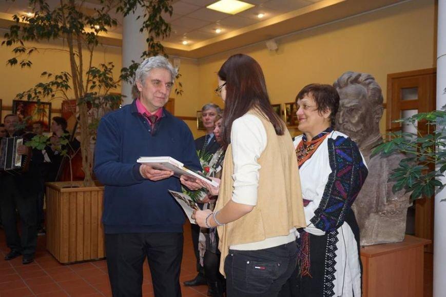 Во Львове открылась выставка картин юной художницы из Покровска, фото-1