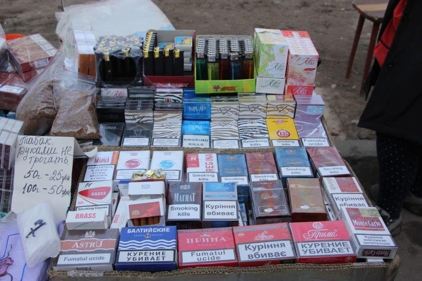 У Павлограді активісти разом з поліцією «накрили» точку із контрабандними цигарками (Фото), фото-2