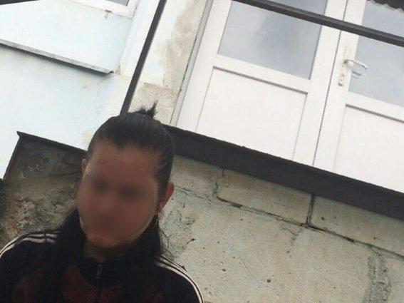 Поліція затримала 34-річну мешканку Чопа, яка робила угорські паспорти за 500 доларів: фото, фото-1