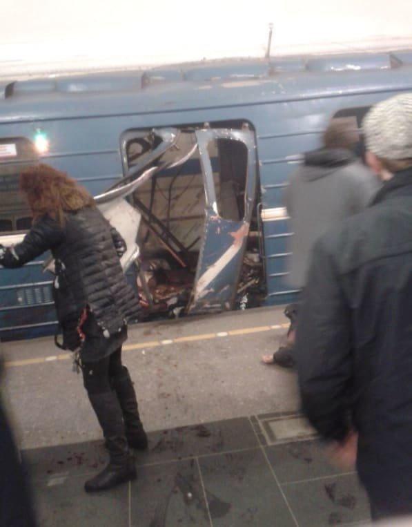 10 человек погибли при взрыве вметро Санкт-Петербурга