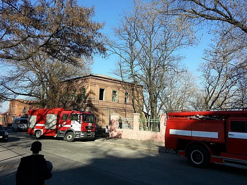 В Мариуполе горел заброшенный физкультурный диспансер (Фотофакт), фото-3