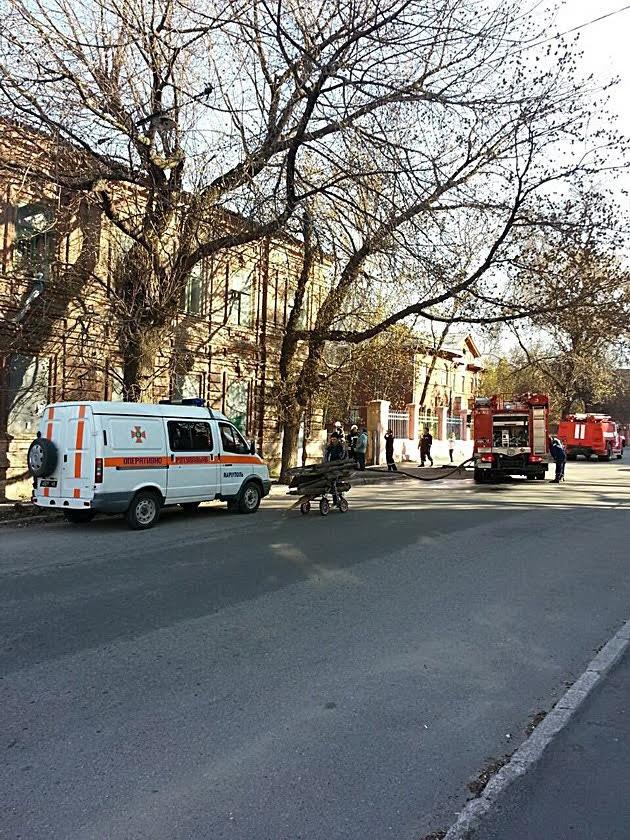В Мариуполе горел заброшенный физкультурный диспансер (Фотофакт), фото-5