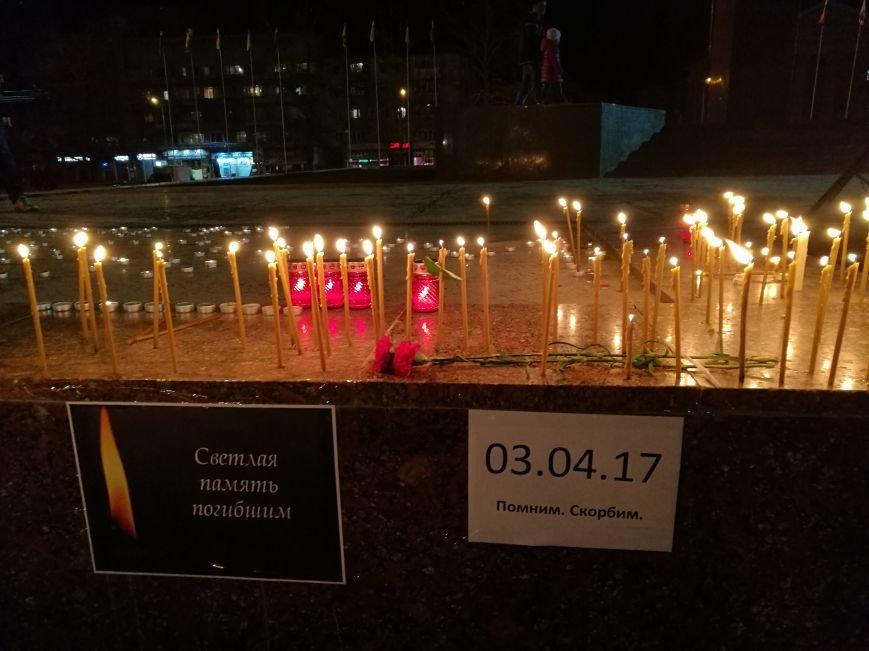 Симферопольцы зажигают лампадки и скорбят по погибшим в результате взрыва в Санкт-Петербурге (ФОТОФАКТ), фото-6