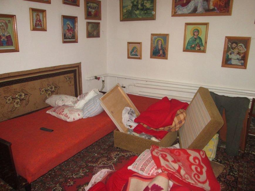 На Тячівщині затримали групу небезпечних грабіжників, які зв'язали чоловіка і винесли з його дому півмільйона гривень: фото, фото-1