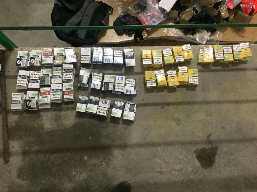 """За 90 пачок цигарок чоловік """"розплатився"""" ужгородським прикордонникам """"Фольксвагеном"""": фото, фото-3"""