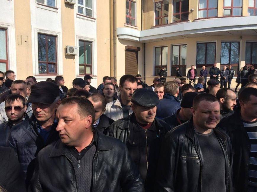 В Мариуполе группа докеров устроила митинг и разгневала других портовиков (ФОТО, ВИДЕО), фото-1