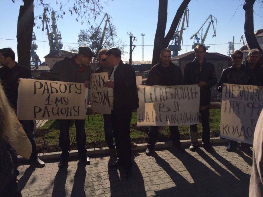 В Мариуполе группа докеров устроила митинг и разгневала других портовиков (ФОТО, ВИДЕО), фото-3