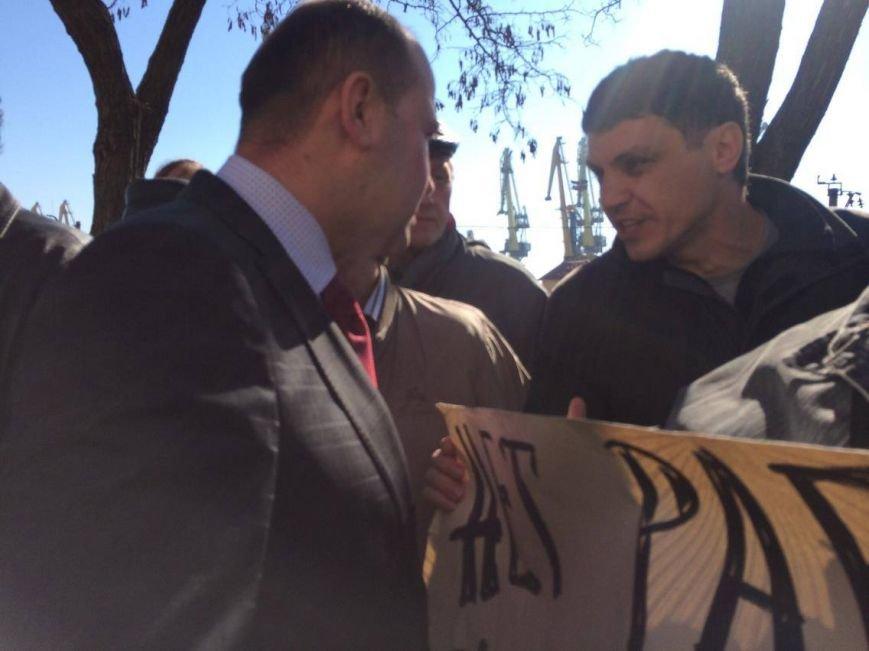 В Мариуполе группа докеров устроила митинг и разгневала других портовиков (ФОТО, ВИДЕО), фото-9