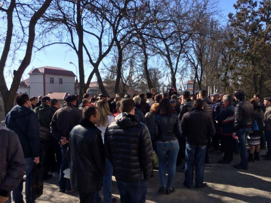 В Мариуполе группа докеров устроила митинг и разгневала других портовиков (ФОТО, ВИДЕО), фото-12