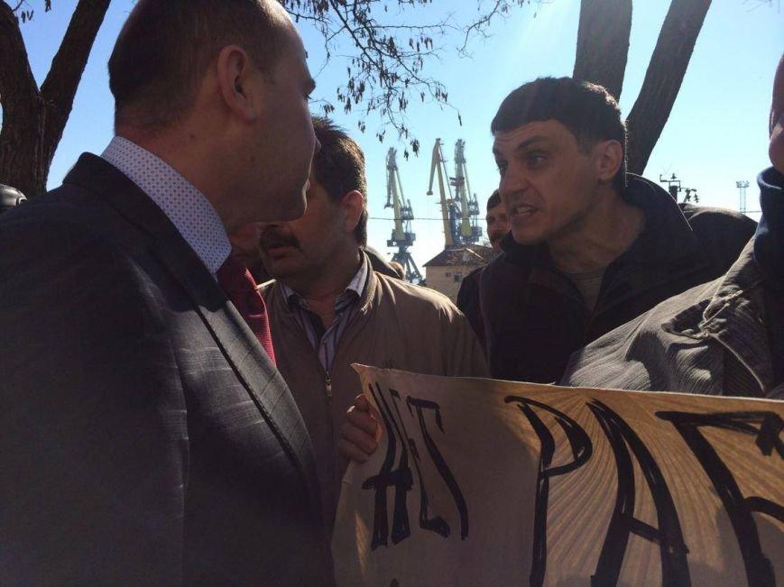 В Мариуполе группа докеров устроила митинг и разгневала других портовиков (ФОТО, ВИДЕО), фото-8