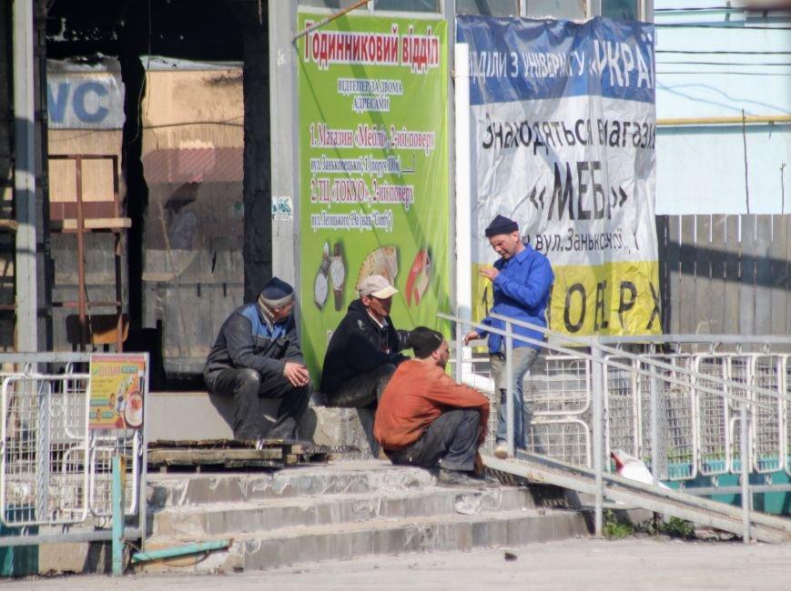 """Ресторану """"Дракон"""" вже нема, а """"Україну"""" штукатурять: фоторепортаж, фото-1"""