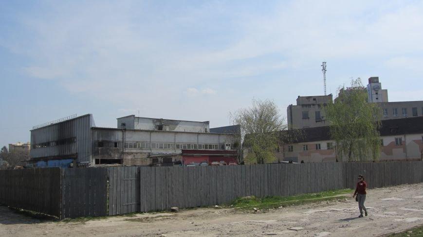 """Ресторану """"Дракон"""" вже нема, а """"Україну"""" штукатурять: фоторепортаж, фото-3"""