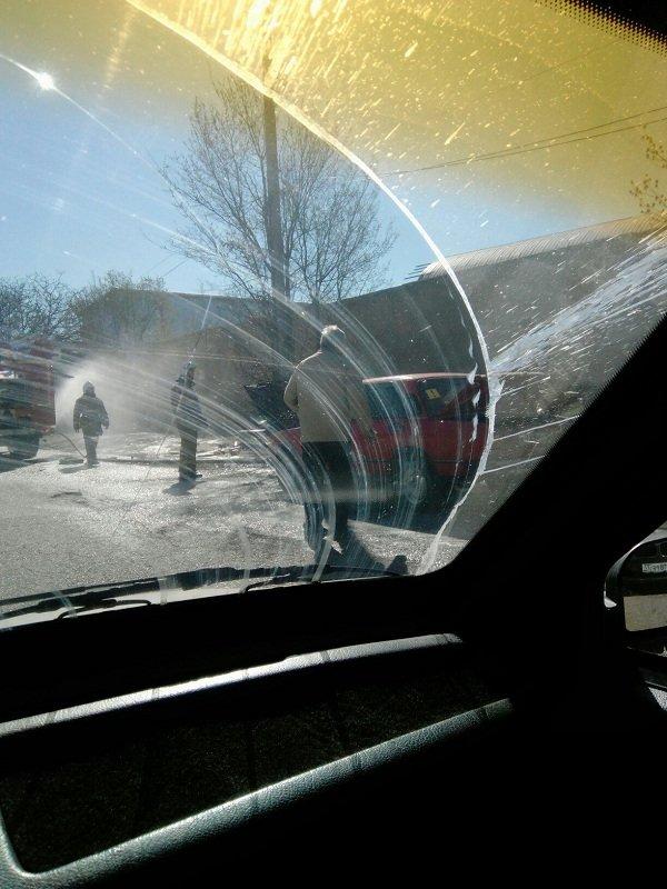 """В Симферополе на дороге загорелись красные """"Жигули"""" (ФОТО), фото-2"""