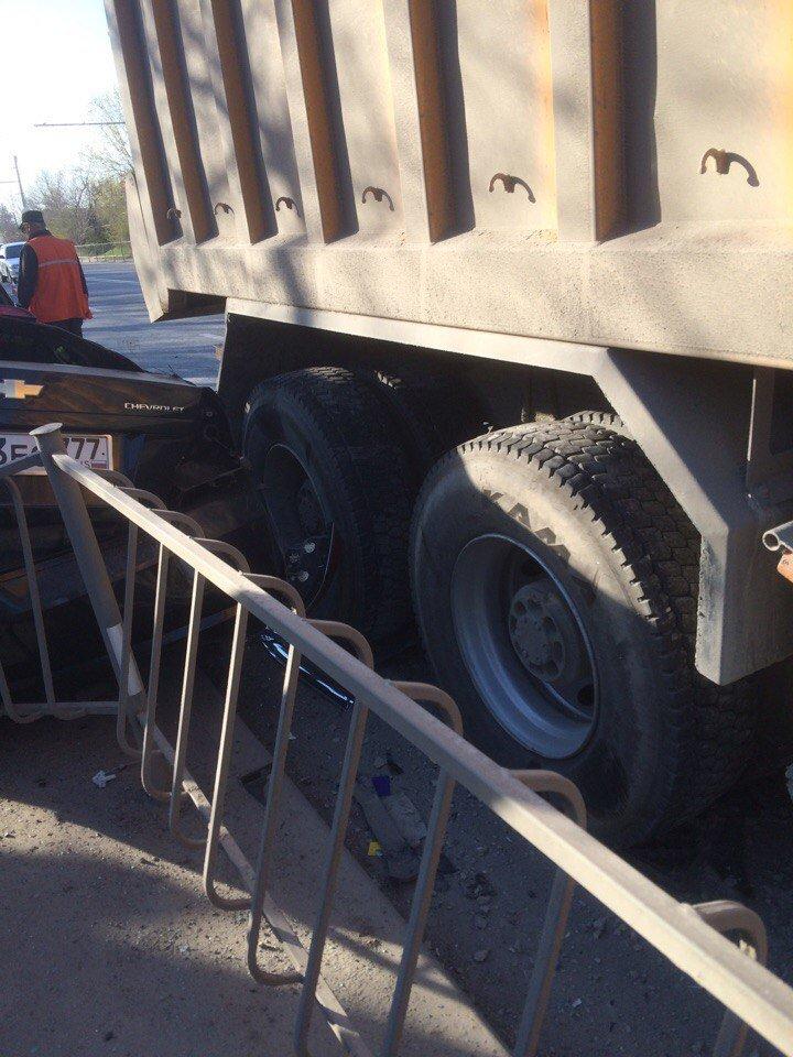 """Под Симферополем грузовик """"раздавил"""" легковушку (ФОТО, обновлено), фото-4"""
