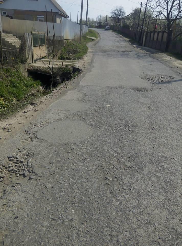"""У мікрорайоні """"Горяни"""" через обвал дороги трапляються ДТП: фото, фото-3"""