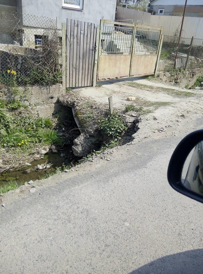 """У мікрорайоні """"Горяни"""" через обвал дороги трапляються ДТП: фото, фото-2"""