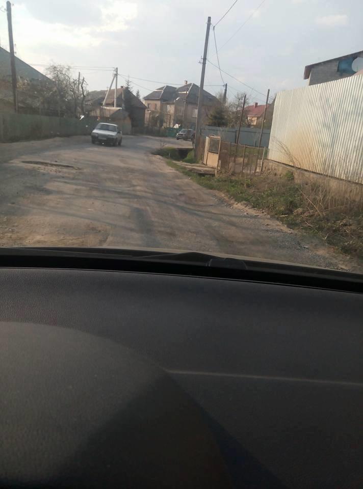 """У мікрорайоні """"Горяни"""" через обвал дороги трапляються ДТП: фото, фото-4"""