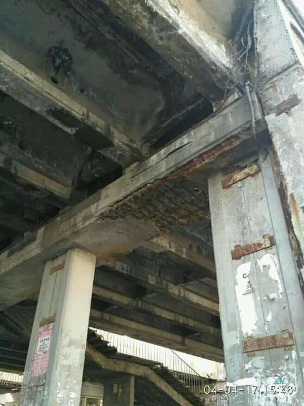 Еще один мост: в Киеве кусок бетона травмировал женщину (ФОТО), фото-4