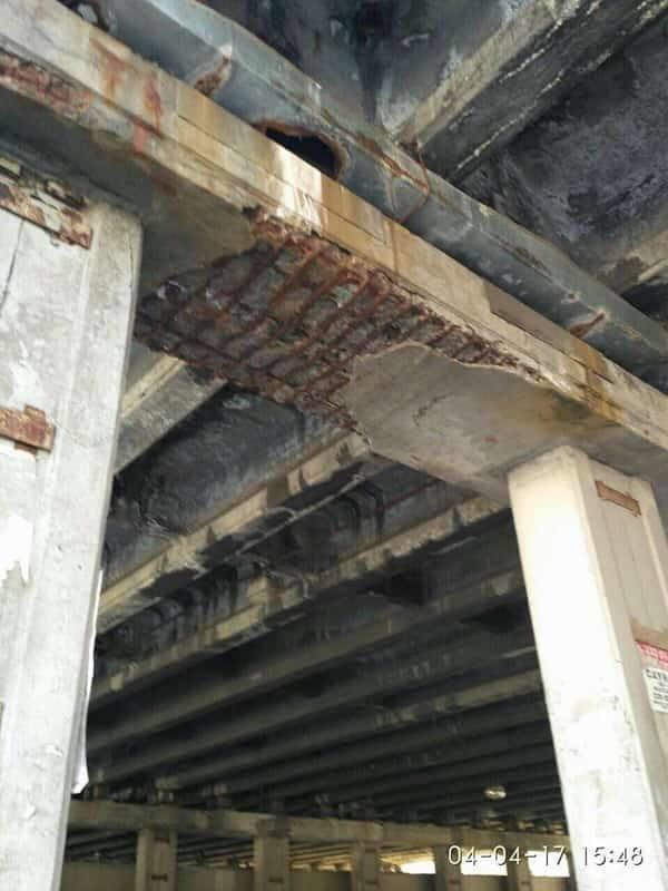 Еще один мост: в Киеве кусок бетона травмировал женщину (ФОТО), фото-2