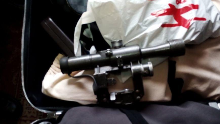 Харьковские пограничники нашли в вещах украинца оптический прицел к снайперской винтовке (ФОТО), фото-3