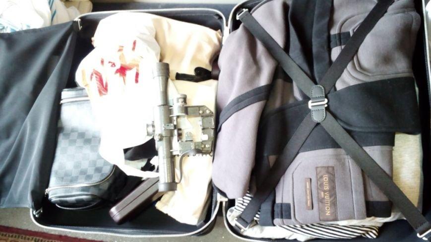 Харьковские пограничники нашли в вещах украинца оптический прицел к снайперской винтовке (ФОТО), фото-2