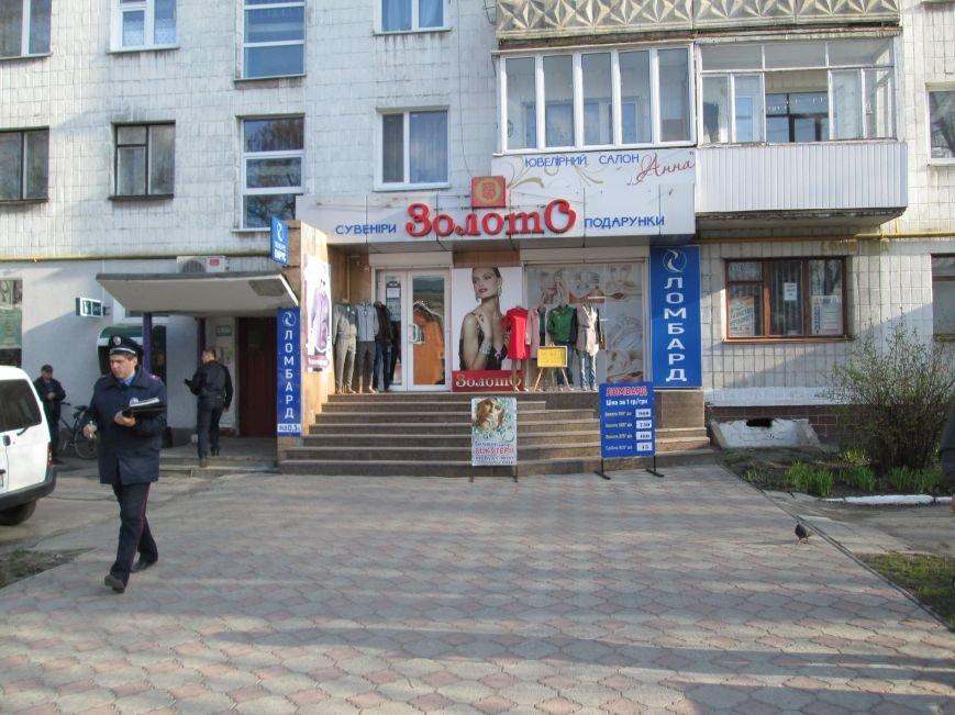У Новограді-Волинському скоєно розбійний напад на ювелірну крамницю, фото-1
