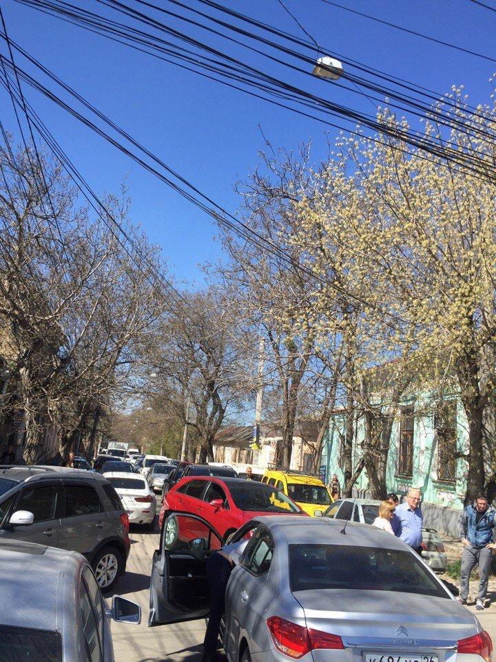 В центре Симферополя заблудился водитель фуры, устроив большую пробку (ФОТО), фото-3