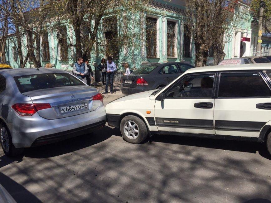 В центре Симферополя заблудился водитель фуры, устроив большую пробку (ФОТО), фото-4