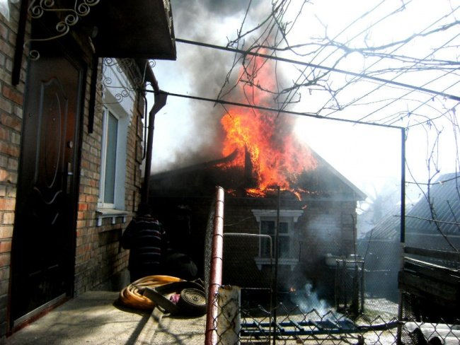 В Никополе произошел большой пожар, фото-1