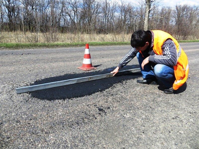 Дорожники Донецкой области наращивают темпы ямочного ремонта дорог, фото-2
